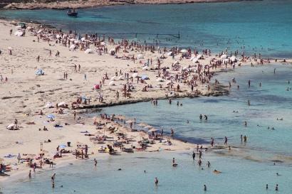 balos_beach_crowded